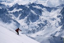 Skiing safari in the Pyrenees
